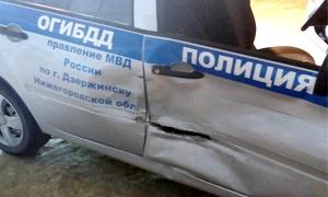 Машина ДПС после столкновения с авто нарушителя.